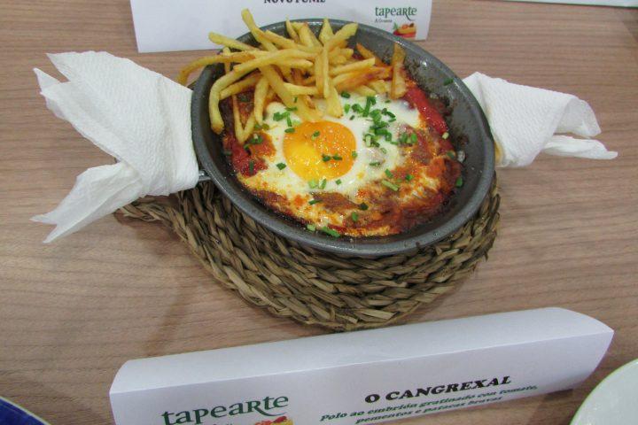 O Cangrexal. Polo ao embrión gratinado con tomate, pementos e patacas palla